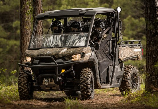 Can-Am continues to build out their Defender lineup with the hunter oriented Defender Mossy Oak Hunting Edition.